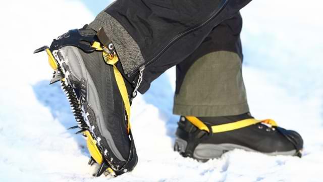 crampons anti glisse chaussure randonnée