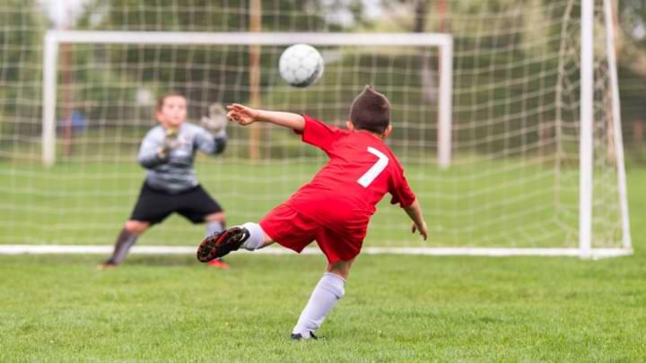âge enfant but de football