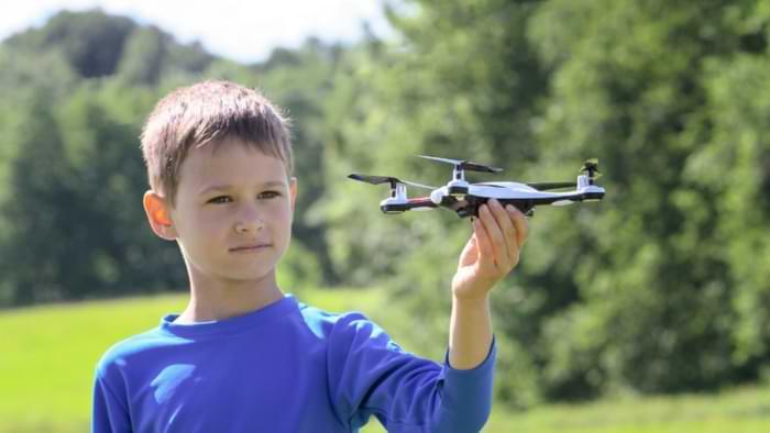 âge pilotage drone enfant